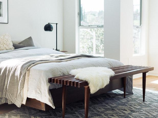 ミッドセンチュリー 寝室 by Madison Modern Home