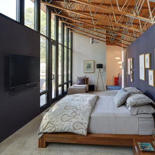 Diseño de dormitorio tipo loft, actual, grande, sin chimenea, con paredes azules, moqueta y suelo gris