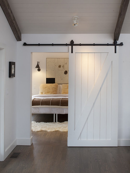 Landhausstil schlafzimmer ideen design houzz for Farm door ideas
