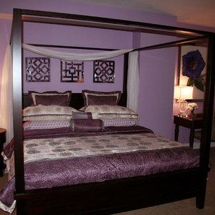 Diseño de habitación de invitados actual, de tamaño medio, con paredes púrpuras y moqueta