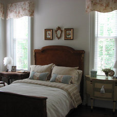 Traditional Bedroom by miriam manzo