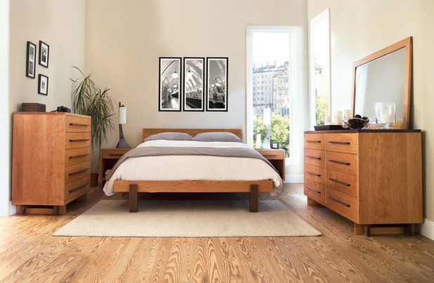 Modern Bedroom by VERMONT WOODS STUDIOS