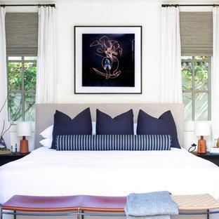 Идея дизайна: хозяйская спальня среднего размера в стиле ретро с белыми стенами, темным паркетным полом и коричневым полом