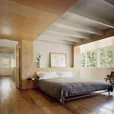 Contemporary Bedroom by Specht Harpman Architects