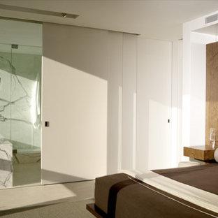 Bedroom - modern bedroom idea in Chicago