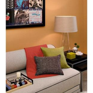 Modernes Schlafzimmer mit oranger Wandfarbe in Boston