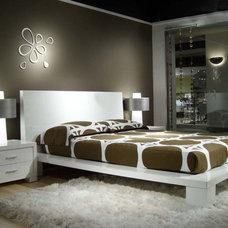 Modern Bedroom by Zin Home