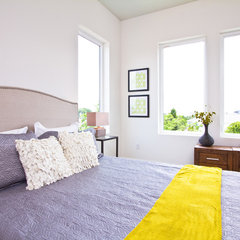 modern bedroom by Just Perfect! Home Staging + More