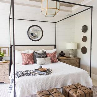 Ejemplo de dormitorio principal, clásico renovado, grande, sin chimenea, con paredes blancas, moqueta y suelo gris
