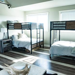 Modelo de dormitorio industrial, extra grande, con suelo vinílico y suelo multicolor
