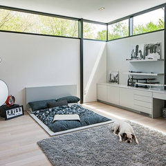 modern bedroom by Peter A. Sellar - Architectural Photographer
