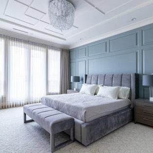 Пример оригинального дизайна: хозяйская спальня среднего размера в современном стиле с зелеными стенами, ковровым покрытием, бежевым полом, кессонным потолком и панелями на части стены
