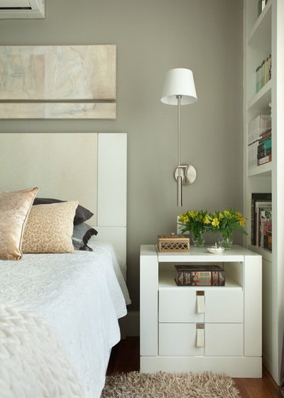 Contemporary Bedroom by Liliana Zenaro Interiores