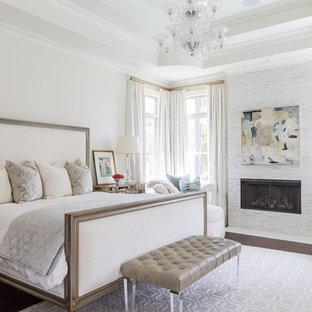 Idee per una grande camera matrimoniale chic con pareti bianche, parquet scuro e camino lineare Ribbon