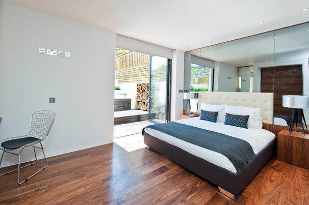 Modern Bedroom by Luxe Interior International