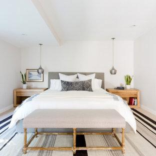 Foto de dormitorio principal, actual, grande, con paredes beige, moqueta y suelo beige
