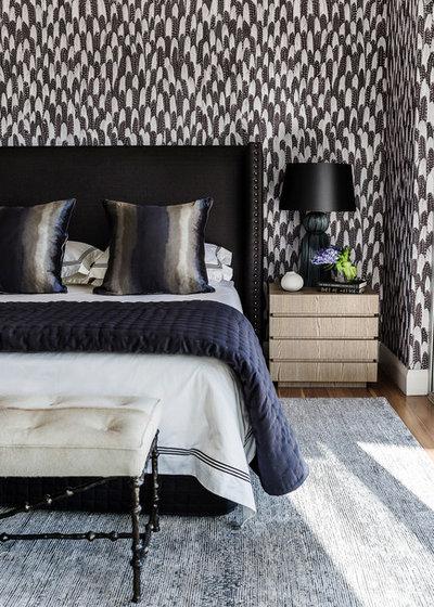 トランジショナル ベッドルーム by Style Merchants