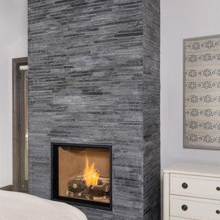 Идея дизайна: гостевая спальня среднего размера в классическом стиле с белыми стенами, ковровым покрытием, подвесным камином, фасадом камина из плитки и бежевым полом