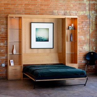 Foto de habitación de invitados moderna, de tamaño medio, sin chimenea, con parades naranjas y suelo de linóleo