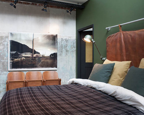 industrial schlafzimmer mit gr ner wandfarbe ideen design bilder houzz. Black Bedroom Furniture Sets. Home Design Ideas