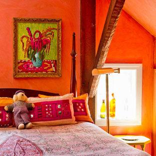 Idée de décoration pour une chambre champêtre avec un mur orange.