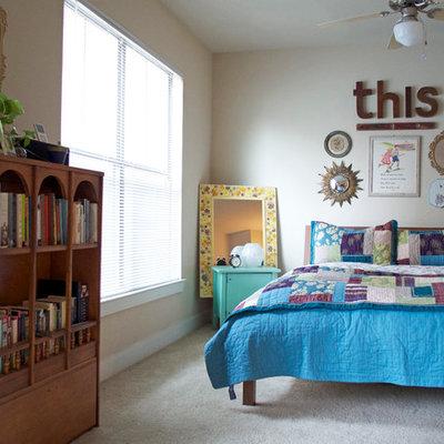 Bedroom - eclectic carpeted bedroom idea in Dallas