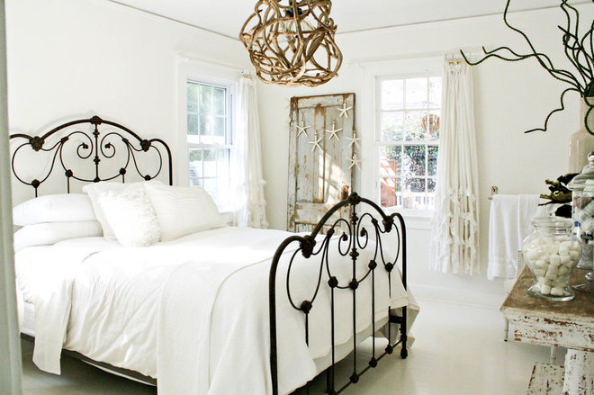 eclectic bedroom by Mina Brinkey