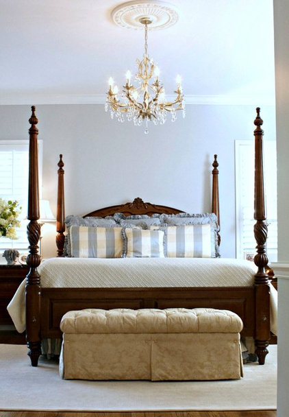 Traditional Bedroom by Mina Brinkey