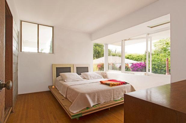 Midcentury Bedroom by Carolyn Reyes