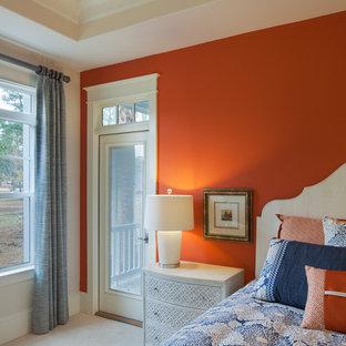 Ejemplo de dormitorio principal, exótico, grande, con parades naranjas y moqueta