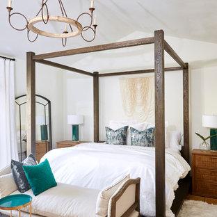 На фото: с высоким бюджетом большие хозяйские спальни в средиземноморском стиле с белыми стенами, полом из терракотовой плитки, стандартным камином, фасадом камина из штукатурки и оранжевым полом