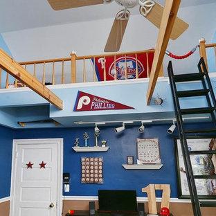 Ejemplo de dormitorio tipo loft, bohemio, de tamaño medio, con paredes azules