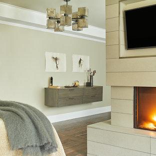 Ejemplo de dormitorio principal, contemporáneo, grande, con paredes beige, suelo de baldosas de cerámica, chimenea de doble cara y marco de chimenea de hormigón
