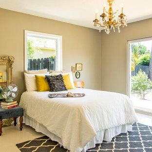 Неиссякаемый источник вдохновения для домашнего уюта: спальня в стиле современная классика с бежевыми стенами