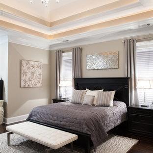 Imagen de dormitorio tradicional renovado con paredes grises