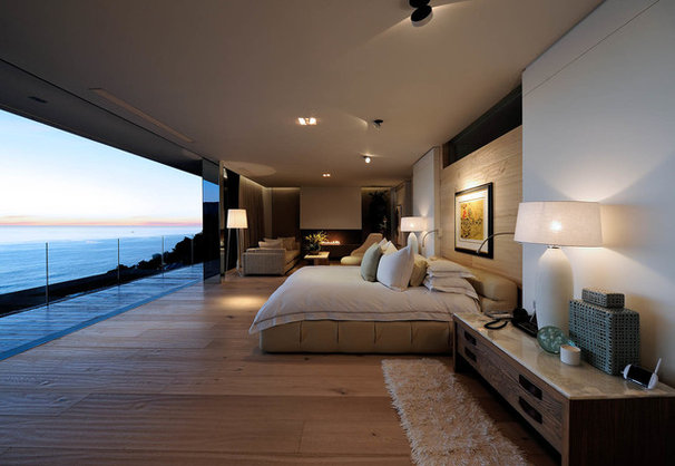 Contemporary Bedroom by Peerutin Architects