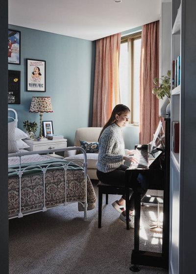 エクレクティック 寝室 by Lisa Burdus Interior Design