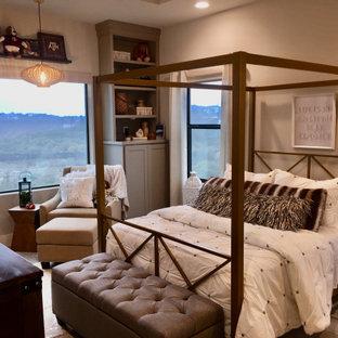 Ispirazione per una camera degli ospiti classica di medie dimensioni con pareti grigie, pavimento in gres porcellanato, pavimento beige e soffitto a cassettoni