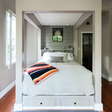 Midcentury Bedroom by Kat Alves Photography