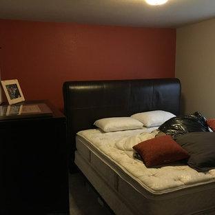 Imagen de dormitorio principal, actual, pequeño, sin chimenea, con paredes rojas y moqueta