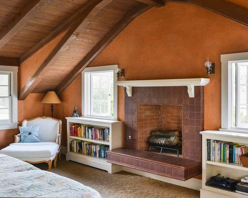 Camera da letto in campagna con pareti arancioni foto e for Camera da letto di campagna francese
