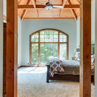Ejemplo de habitación de invitados rural, de tamaño medio, sin chimenea, con paredes blancas, moqueta y suelo blanco