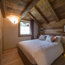 Rustic Bedroom by Tollot&C LLC.