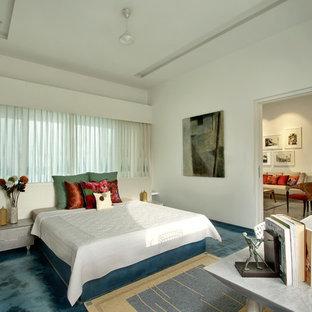 Modelo de dormitorio contemporáneo con paredes blancas y suelo azul