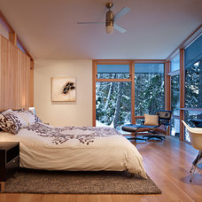 Rustic Bedroom by DeForest Architects