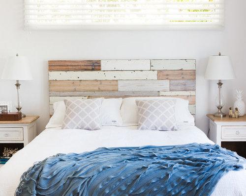 Mittelgroßes Shabby Look Hauptschlafzimmer Mit Weißer Wandfarbe Und  Teppichboden In Sydney