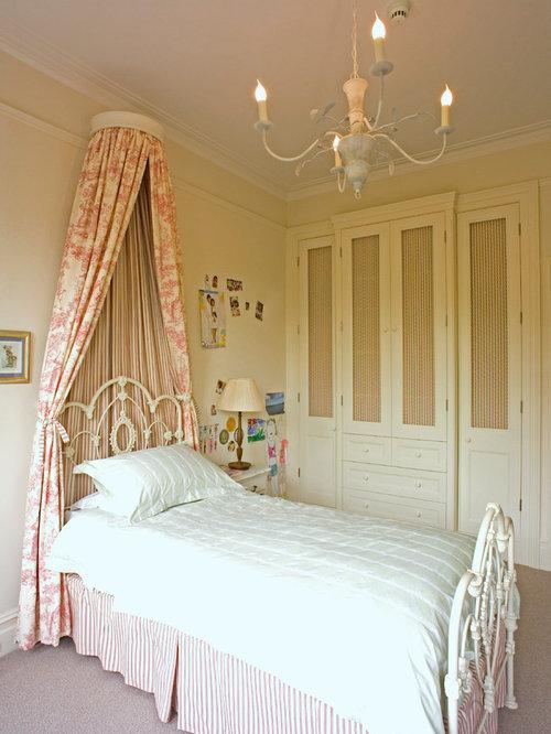 Bed corona home design ideas pictures remodel and decor - Camere da letto shabby chic ...