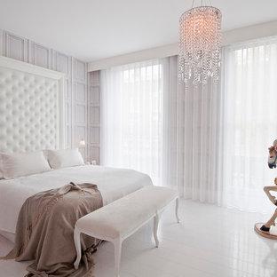 Неиссякаемый источник вдохновения для домашнего уюта: хозяйская спальня в скандинавском стиле с деревянным полом и серыми стенами