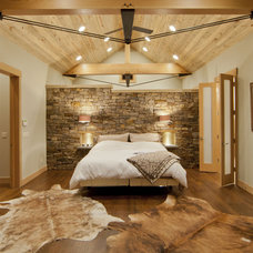 Contemporary Bedroom by Kelly & Stone Architects