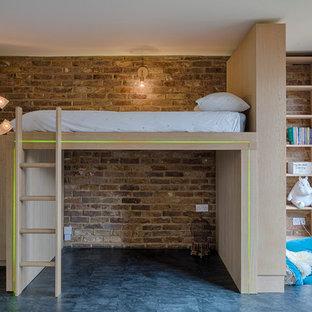 Diseño de habitación de invitados contemporánea con paredes blancas